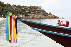 Barco de Longtail en la playa de Koh Phangan Imagen de archivo