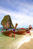 Barco de Longtail na praia Tailândia Fotografia de Stock Royalty Free