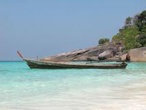 Barco de Longtail no console de Similan Imagens de Stock Royalty Free