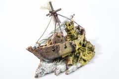 Barco de los accesorios del acuario en un backgorund blanco Foto de archivo