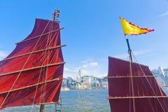 Barco de los desperdicios en Hong Kong en Victoria Harbor Foto de archivo libre de regalías