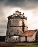 Barco de los hombres de Fisher en Goa Fotos de archivo libres de regalías