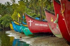 Barco de los hombres de Fisher en Goa Fotografía de archivo libre de regalías