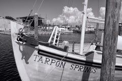 Barco de madeira ancorado em Tarpon Springs, Florida fotos de stock royalty free