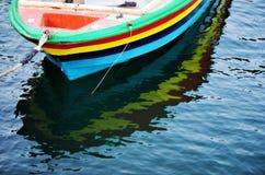 Barco de madeira colorido imagem de stock royalty free