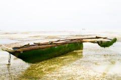 Barco de madeira no Oceano Índico fora da ilha de Zanzibar Unguja Imagens de Stock