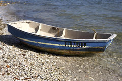 Barco de madeira pequeno fotos de stock