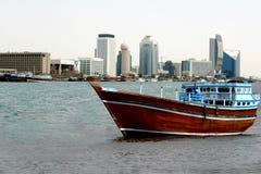 Barco de madeira velho do dhow fotografia de stock royalty free