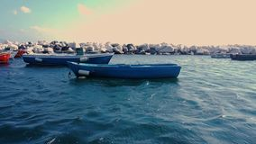 Barco de madera en la bahía en el mar Mediterráneo en Nápoles almacen de video