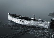 Barco de madera hundido abandonado Fotos de archivo