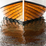 Barco de madera tradicional del pescador de Noruega Imagen de archivo