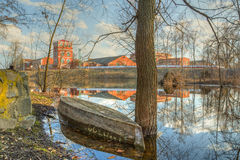 Barco de madera viejo en el agua Imagenes de archivo