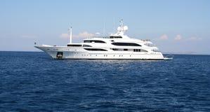 Barco de motor de lujo. Fotos de archivo libres de regalías