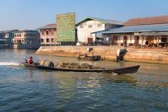 Barco de motor de madeira do transporte no lago Inle, Myanmar (Burma) Fotografia de Stock