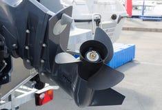 Barco de motor del tornillo en la acción Fotografía de archivo