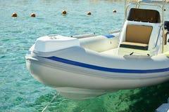 Barco de motor en el mar fotos de archivo libres de regalías