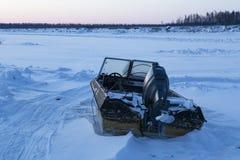 Barco de motor en la nieve Fotos de archivo libres de regalías