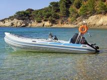 Barco de motor inflado Imagenes de archivo
