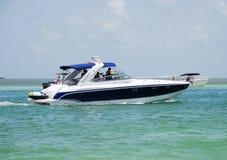 Barco de motor recreacional foto de archivo libre de regalías