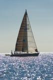 Barco de navegación antiguo durante una regata en la obra clásica Yac de Panerai Imagen de archivo