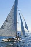 Barco de navegación antiguo durante una regata en la obra clásica Yac de Panerai Foto de archivo