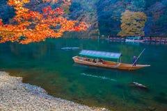 Barco de navegación en Arashiyama Kyoto, Japón Fotografía de archivo