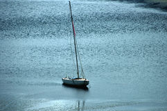 Barco de navegación en descanso Foto de archivo libre de regalías