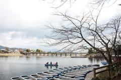 Barco de navegación en el lago Imagenes de archivo