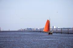 Barco de navegación en Norddeich Fotos de archivo