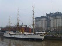 Barco de navegación histórico magnífico en Buenos Aires Foto de archivo libre de regalías