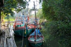 Barco de navegación, pueblo del pescador, Tailandia Imagenes de archivo