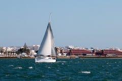 barco de navegación recreativo fotografía de archivo