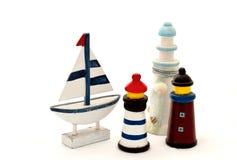 Barco de navegación y faro Imagen de archivo