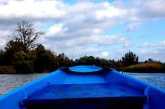 Barco de navigação azul Imagens de Stock