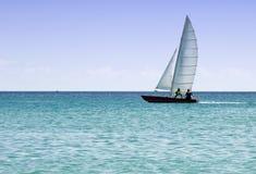 Barco de navigação do enfileiramento Fotografia de Stock