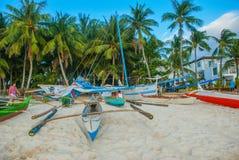 Barco de navigação em um fundo das nuvens, Boracay, Filipinas Fotos de Stock