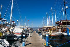 Barco de navigação no porto Foto de Stock Royalty Free