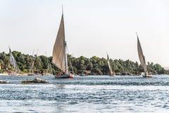 20 05 Barco de naviga??o de 18 Aswan Egito no Cisjord?nia de Nile River imagens de stock