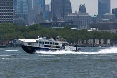 Barco de NYPD en el Hudson Imagen de archivo libre de regalías