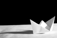 Barco de Origami fotografía de archivo