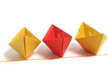 Barco de Origami sobre blanco Imagen de archivo
