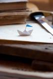 Barco de papel. Foto de archivo