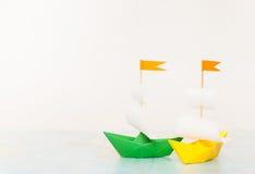 Barco de papel colorido dois Lugar para o texto Fotos de Stock Royalty Free