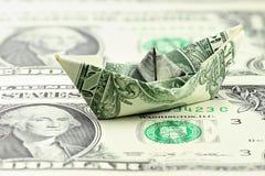Barco de papel del dólar de EE. UU. fotos de archivo libres de regalías