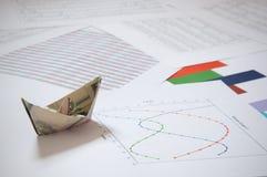 Barco de papel del dólar Foto de archivo libre de regalías