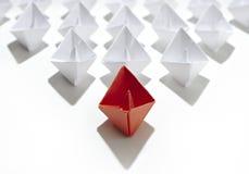 Barco de papel do líder imagens de stock