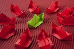 Barco de papel en el océano Fotos de archivo libres de regalías