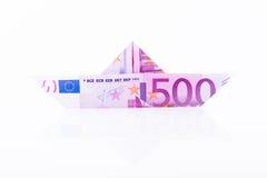 Barco de papel feito com um euro 500 Fotografia de Stock Royalty Free
