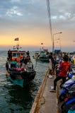 Barco de passageiro da chegada da ilha de Chang do si na doca fotos de stock royalty free