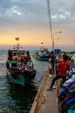 Barco de passageiro da chegada da ilha de Chang do si na doca foto de stock